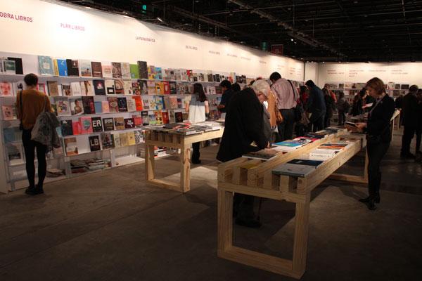 Alias en la Isla de ediciones Fundación Proa, arteBA 2014